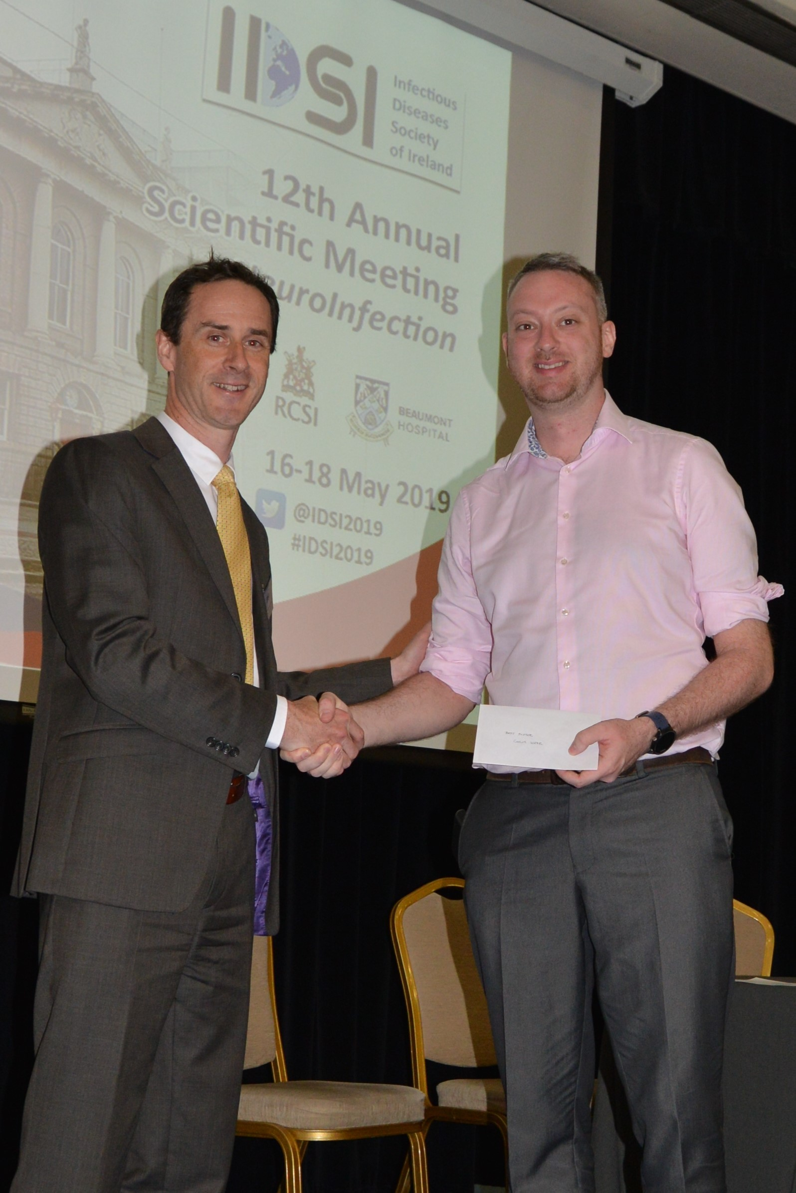 Eoghan de Barra presents Best Poster award to Colm Kerr